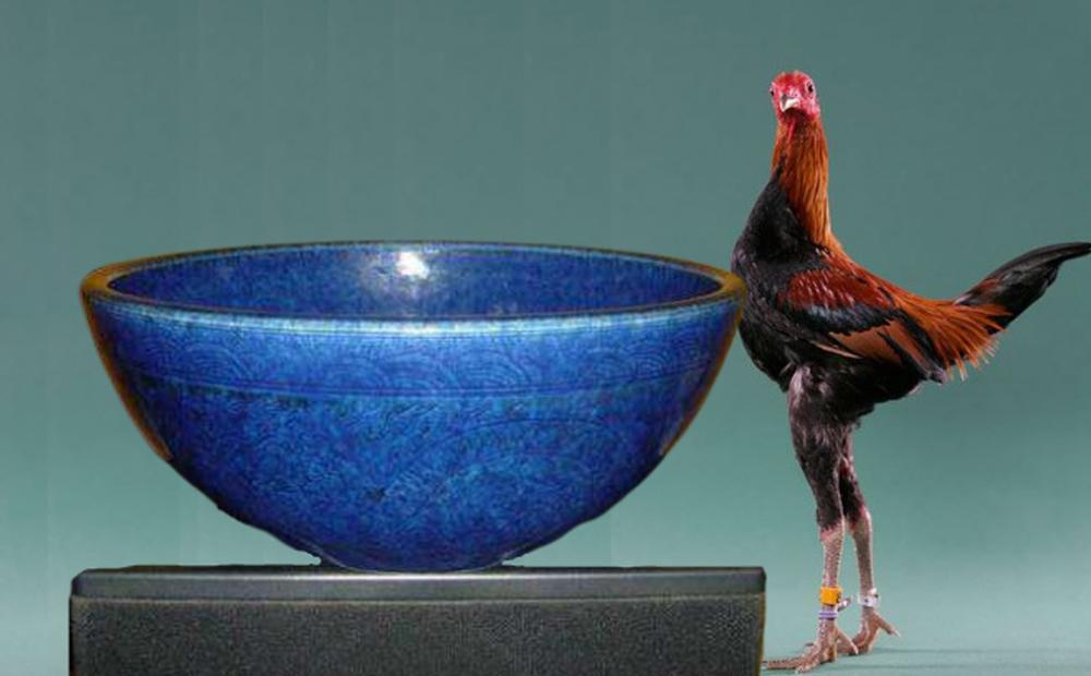Tiệm đồ cổ mua lại chiếc bát cho gà ăn, ngỡ ngàng khi làm sạch đáy bát: Quá hời rồi, cả thế giới chỉ có 3 chiếc!