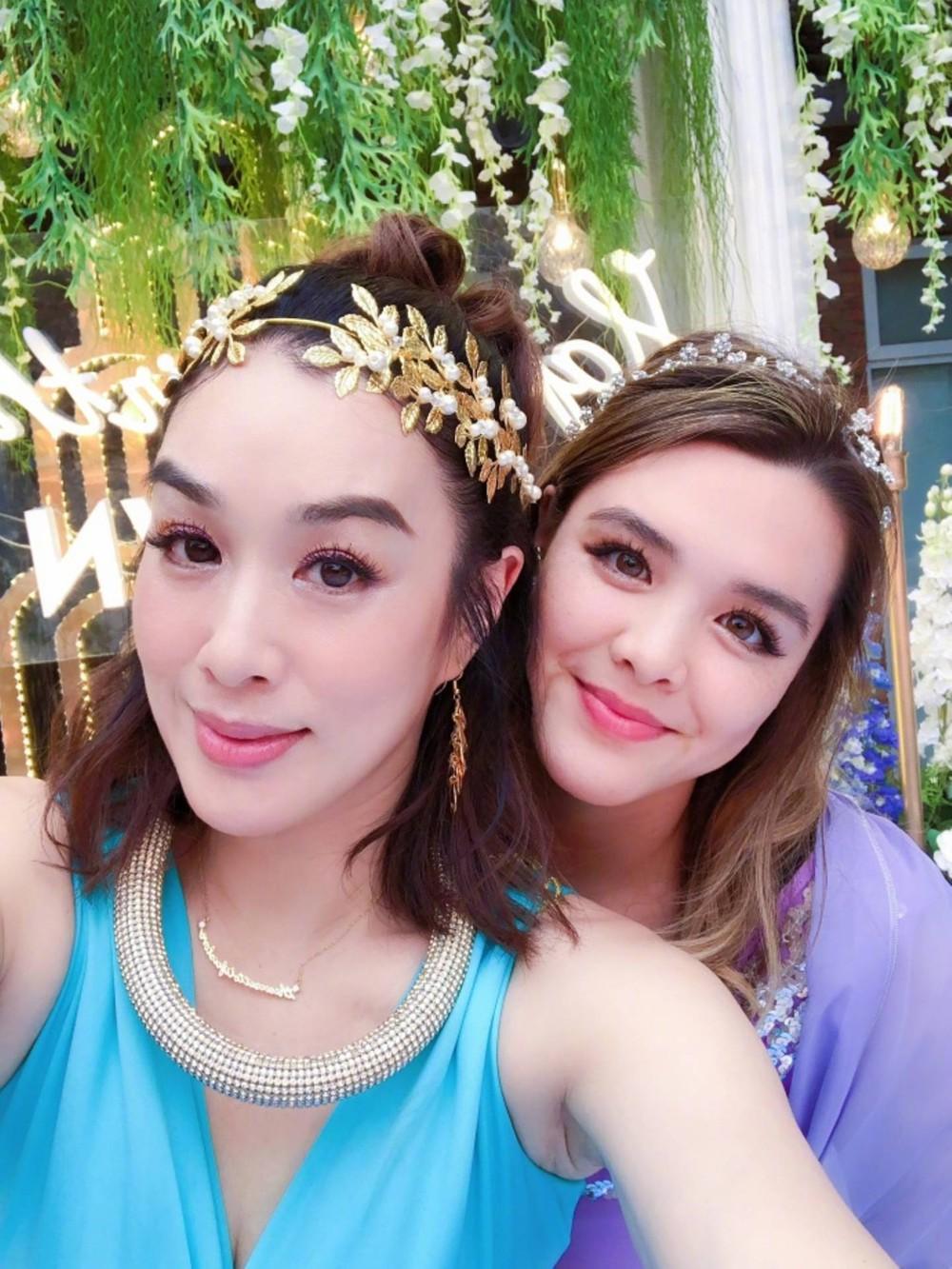 Con gái xinh đẹp, phóng khoáng của nữ thần gợi cảm gốc Việt Chung Lệ Đề - Ảnh 2.