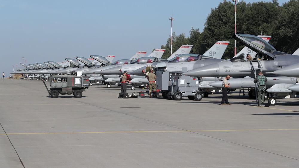 Báo Nga: TT Putin buộc ông Lukashenko phải hạ cánh khẩn cấp xuống căn cứ không quân Nga - Ảnh 6.