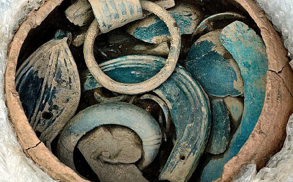 """Vô tình tìm thấy """"kho báu 3.000 năm"""" của Pháp, giới khảo cổ dậy sóng: Đây là phát hiện tuyệt nhất từ trước đến nay!"""
