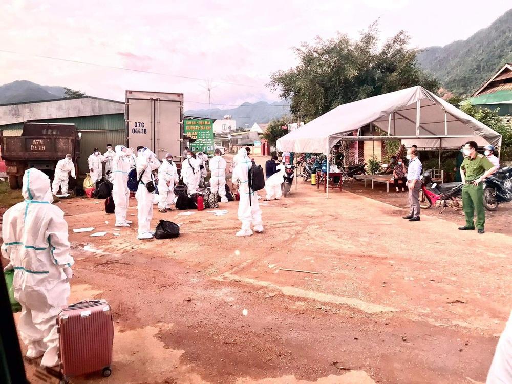 Sau ngày ᵭầυ đến trường có 3 հọϲ ѕіnհ là F0 , 92 giáo viên và հọϲ ѕіnհ thành F1, toàn huyện nghỉ học - Ảnh 2.