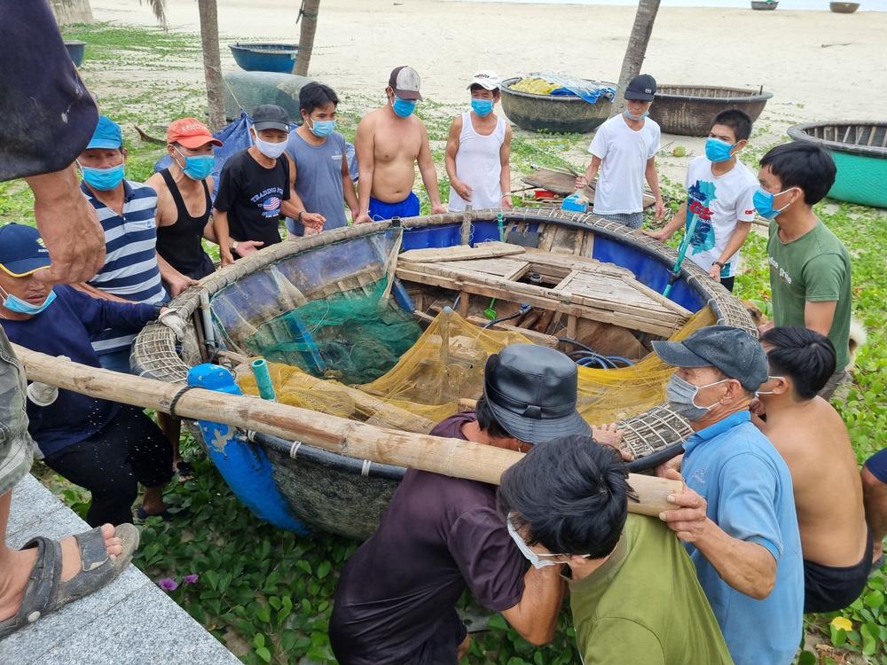 Ngư dân Đà Nẵng vừa chống dịch vừa ra sức chạy bão Côn Sơn - Ảnh 3.