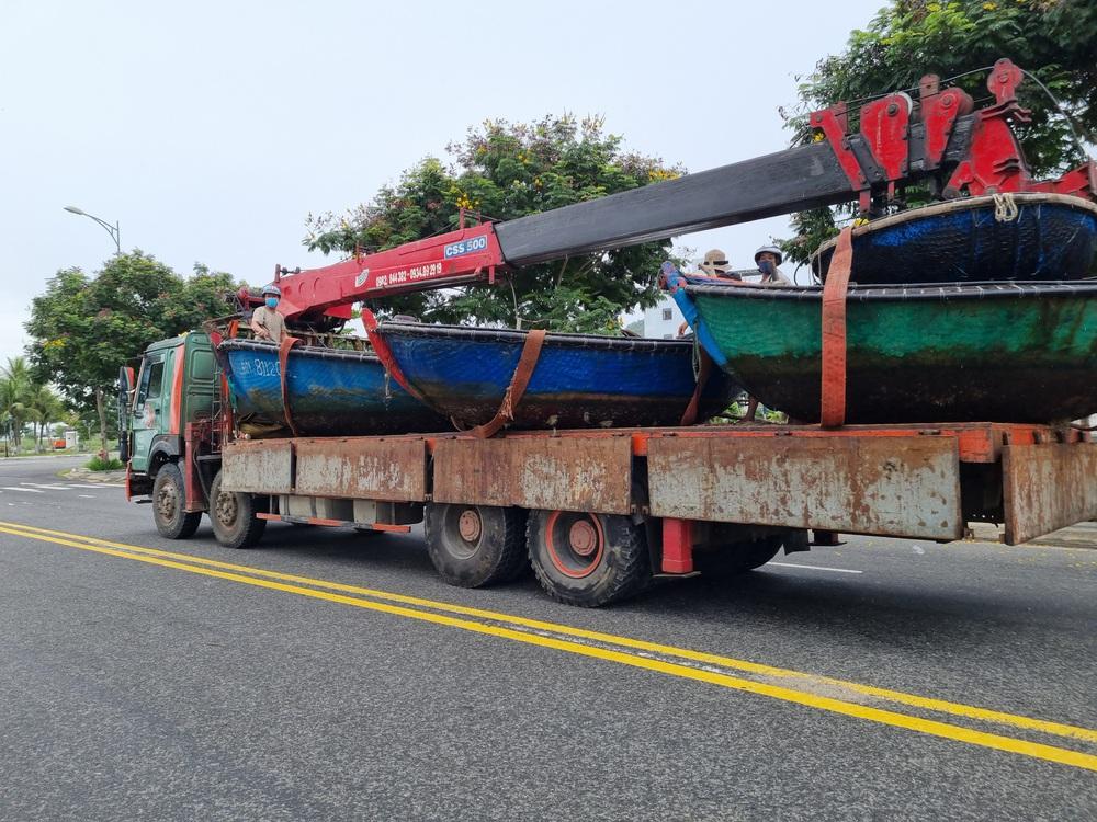 Ngư dân Đà Nẵng vừa chống dịch vừa ra sức chạy bão Côn Sơn - Ảnh 5.