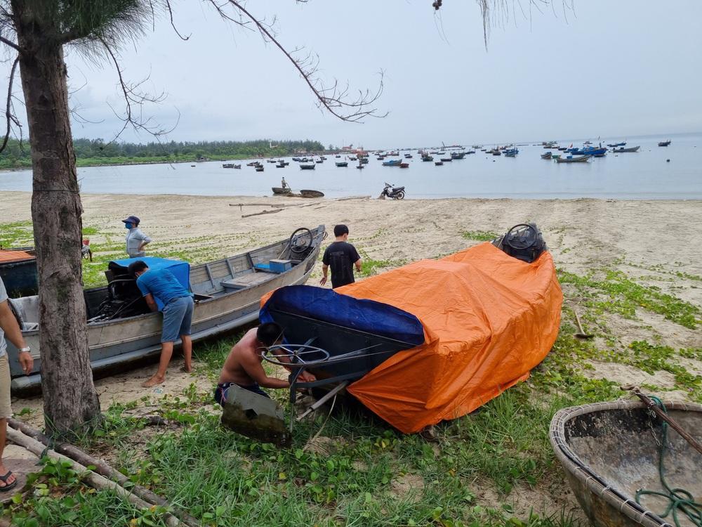 Ngư dân Đà Nẵng vừa chống dịch vừa ra sức chạy bão Côn Sơn - Ảnh 7.