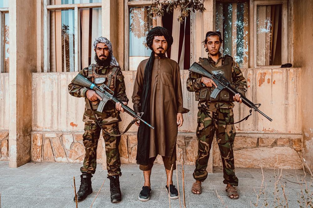 Lò đào tạo biệt kích Taliban đông khủng khiếp: Chiến binh khóc lóc, xếp hàng xin được chết! - Ảnh 1.