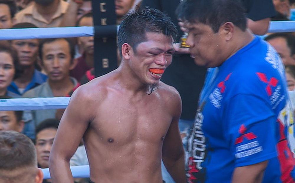 Võ sĩ tập tại Việt Nam đấm cho đồng hương của Manny Pacquiao bị biến dạng cả khuôn mặt