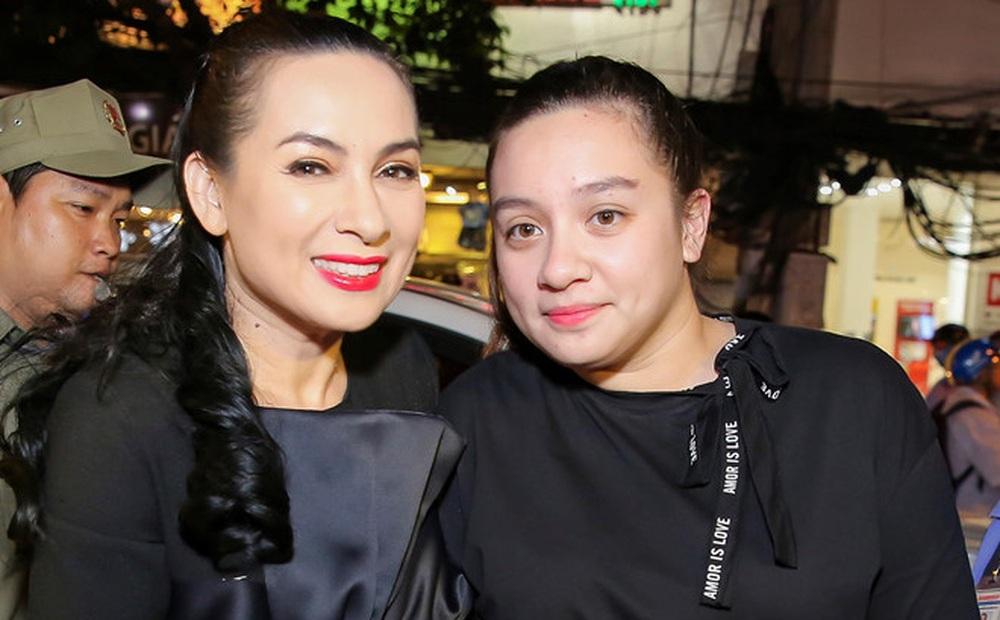 Cuộc sống tuổi 29 tại Mỹ của con gái ruột ca sĩ Phi Nhung