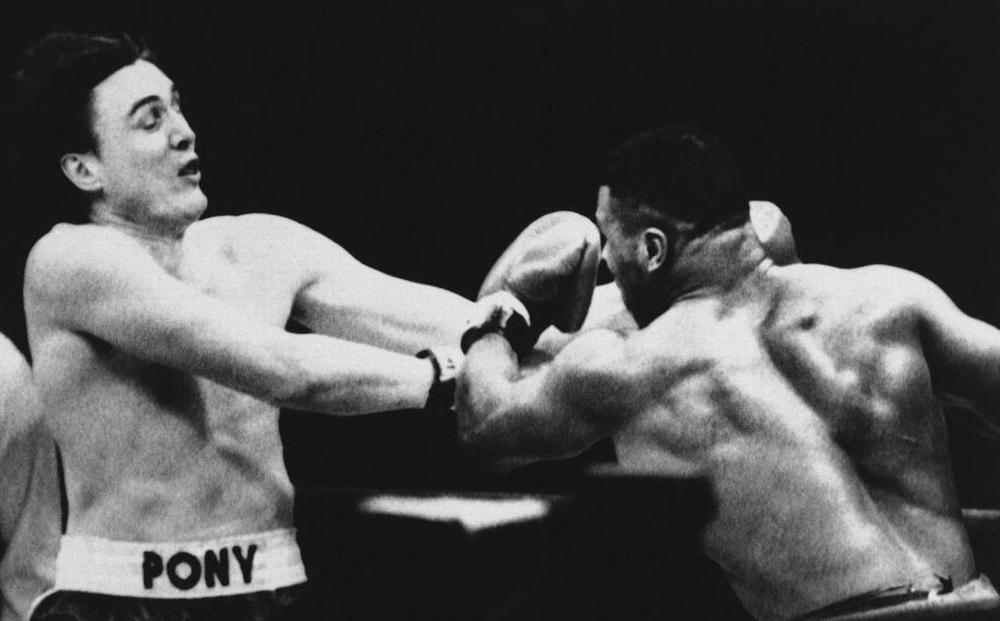 """Giỡn mặt """"chú hổ"""", tay đấm quyền Anh thê thảm trước Mike Tyson (P16)"""