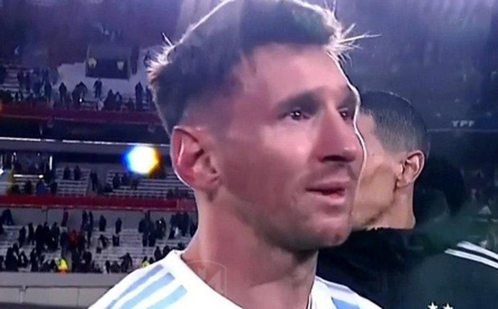 Messi bật khóc khi phá kỷ lục ghi bàn của huyền thoại Pele