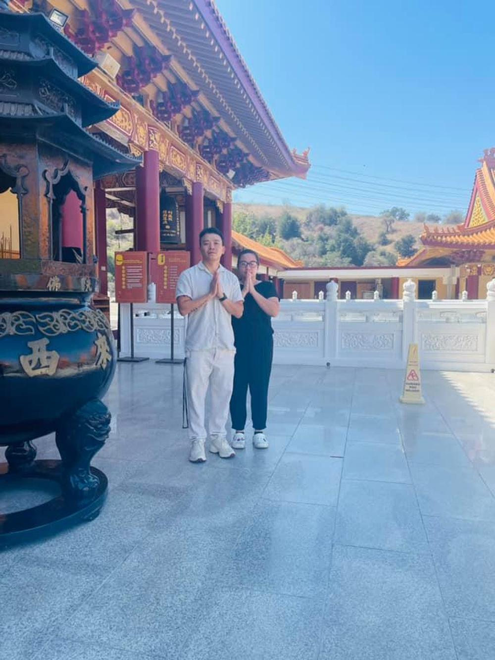 Con gái ruột đi chùa cầu nguyện cho Phi Nhung - Ảnh 4.