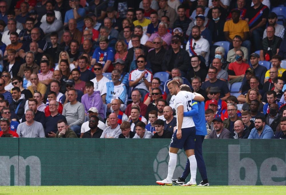 Hugo Lloris ném bóng bất cẩn tiễn đồng đội nhập viện - Ảnh 1.