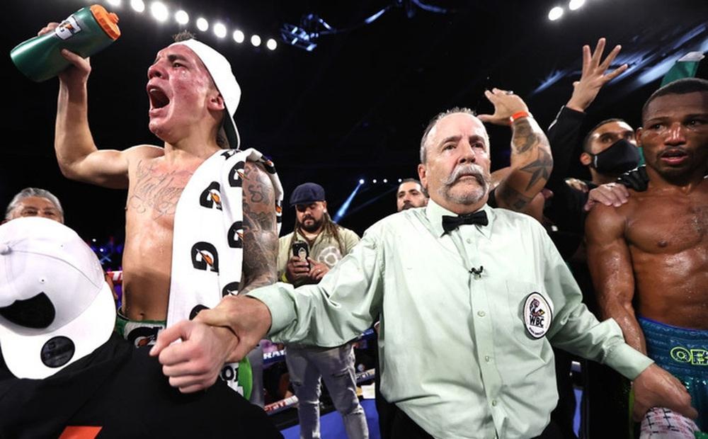 """Chiến thắng đầy """"tai tiếng"""" của Oscar Valdez sau trận bảo vệ đai WBC"""