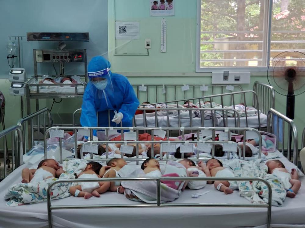 Giám đốc BV Hùng Vương: 'Chụp ảnh các bé lúc đang chiếu đèn tắm rồi suy diễn thiếu tã sữa để kêu gọi từ thiện - Ảnh 2.