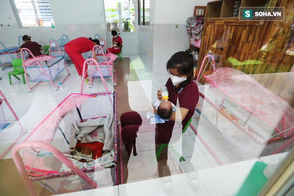 Giám đốc BV Hùng Vương: 'Chụp ảnh các bé lúc đang chiếu đèn tắm rồi suy diễn thiếu tã sữa để kêu gọi từ thiện - Ảnh 3.