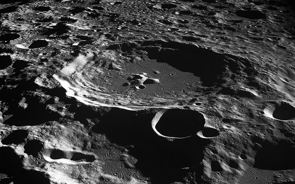 Những chấm đen trên Mặt trăng là gì? Vẫn còn rất nhiều điều bí ẩn ở chị Hằng đang chờ khám phá - Ảnh 1.