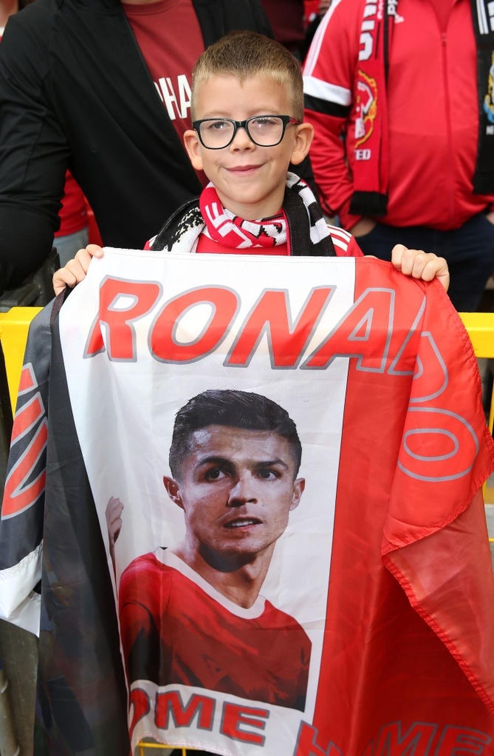 Fan nhí MU đòi cưới con trai cả Ronaldo - Ảnh 13.