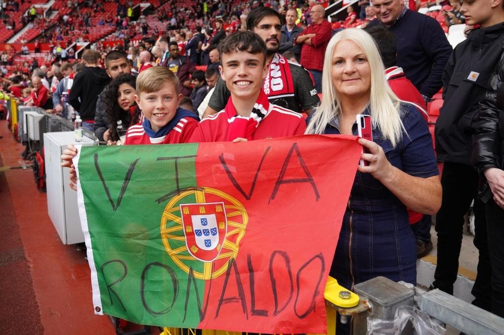 Fan nhí MU đòi cưới con trai cả Ronaldo - Ảnh 15.