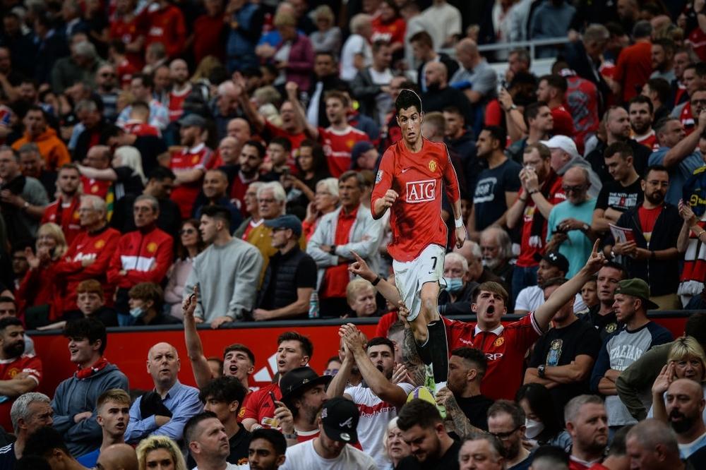 Fan nhí MU đòi cưới con trai cả Ronaldo - Ảnh 16.