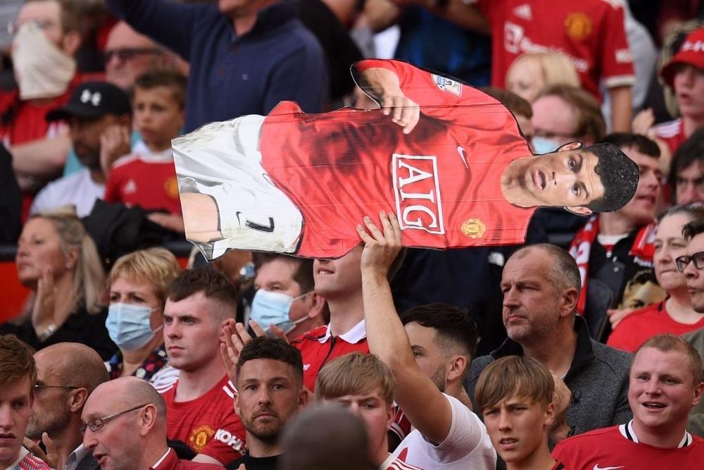 Fan nhí MU đòi cưới con trai cả Ronaldo - Ảnh 17.