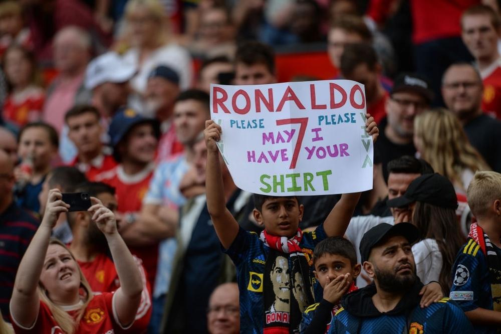Fan nhí MU đòi cưới con trai cả Ronaldo - Ảnh 6.
