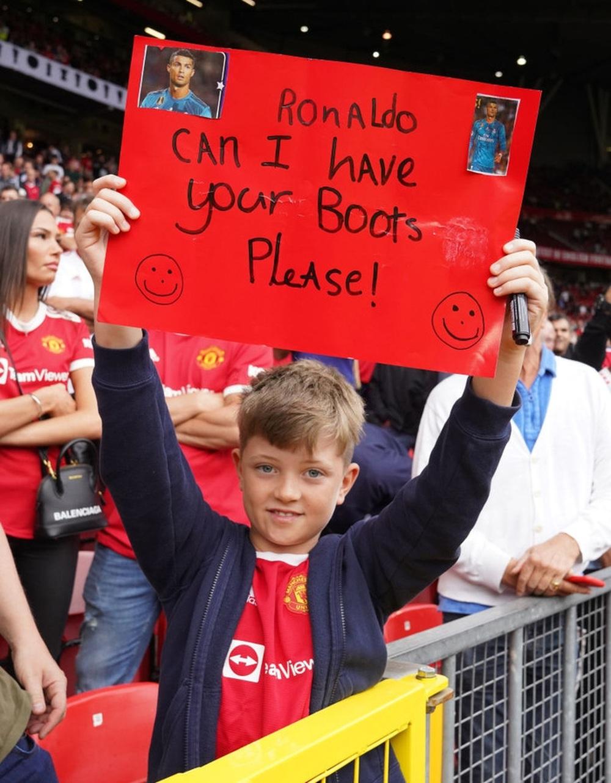 Fan nhí MU đòi cưới con trai cả Ronaldo - Ảnh 8.