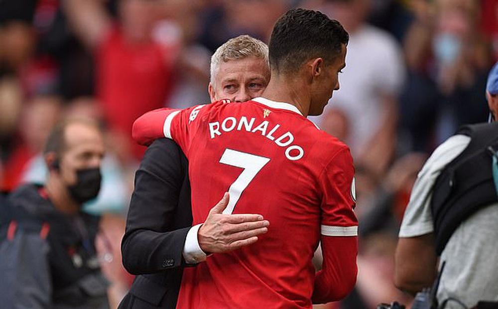 """Ronaldo lập cú đúp, HLV Solskjaer phấn khích: """"Cậu ấy nâng tầm tất cả"""""""