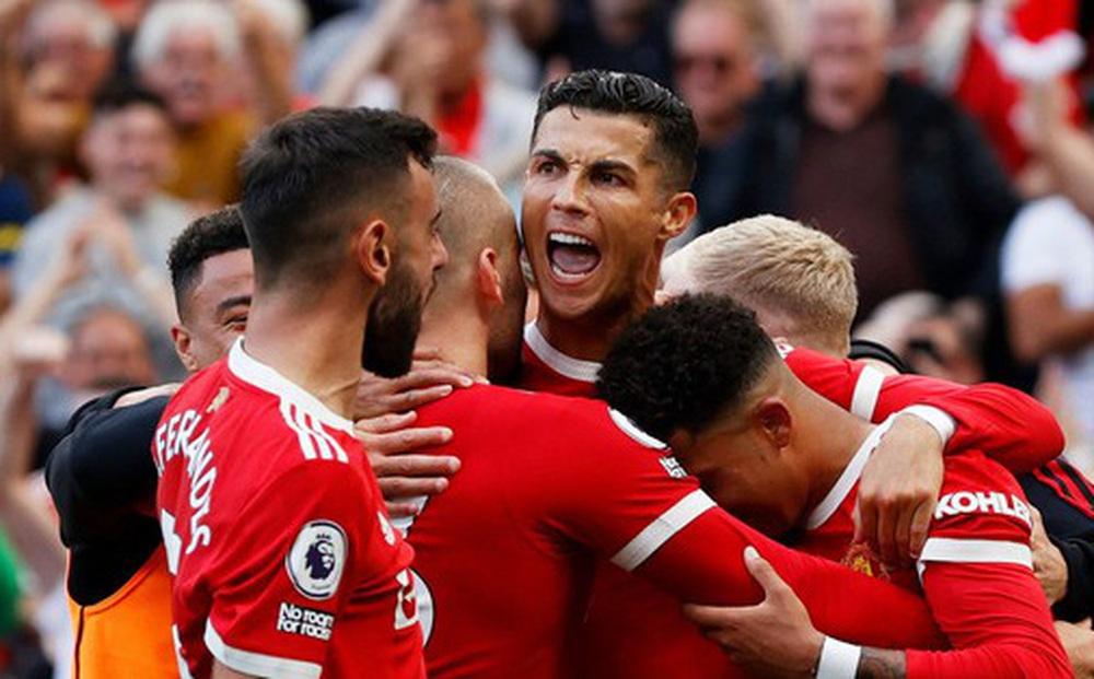 HLV MU phải 'xin phép' Ronaldo khi thay học trò ra sân