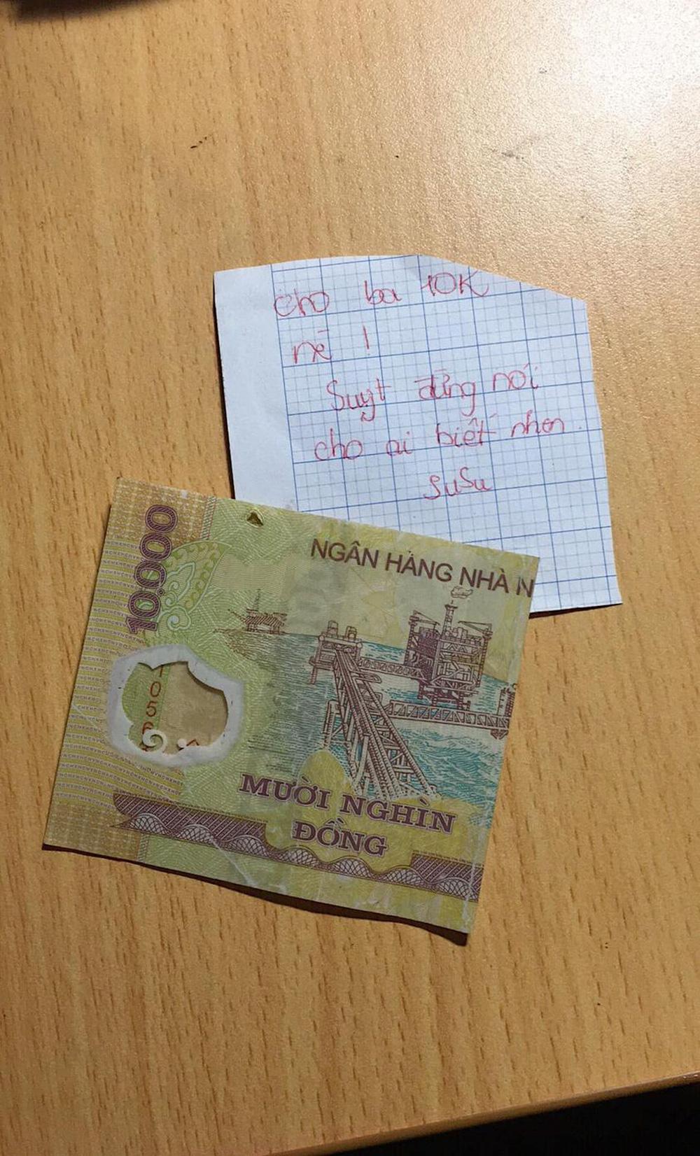 Tờ 10 nghìn đồng và mảnh giấy ghi chú của cô bé cấp 1 khiến cả gia đình phải bất ngờ, rưng rưng nước mắt - Ảnh 1.