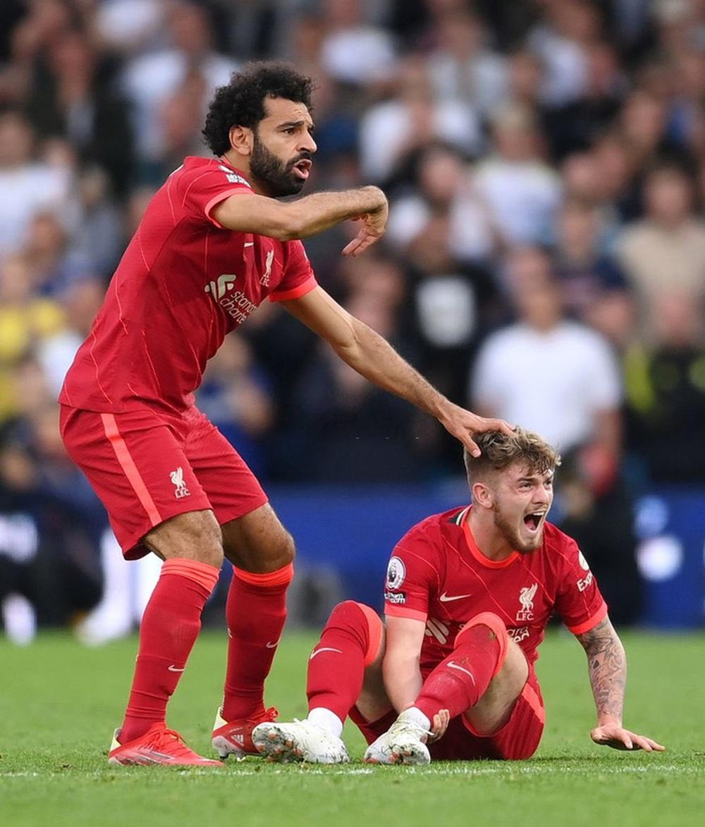 Sao trẻ Liverpool lập tức lên mạng trấn an CĐV sau chấn thương rùng rợn - Ảnh 2.