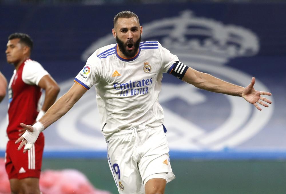 Real Madrid 5-2 Celta Vigo: Benzema ghi hat-trick, Camavinga ra mắt như mơ - Ảnh 2.
