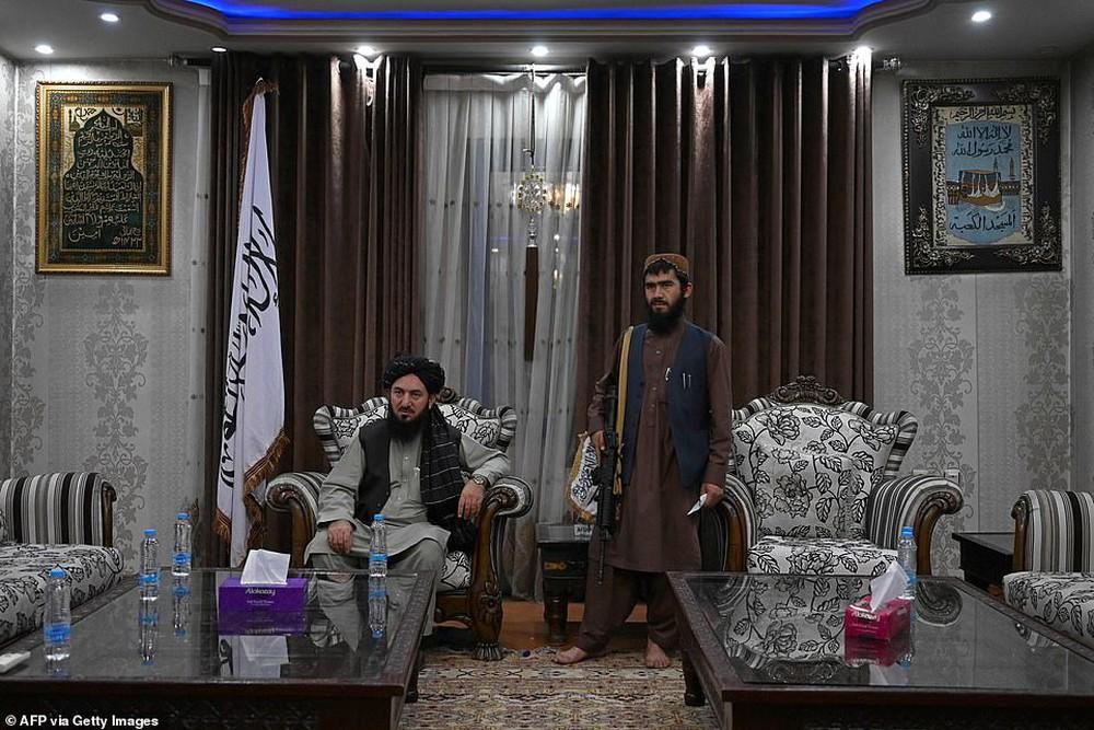 Taliban lác mắt vì cung điện xa hoa bậc nhất của cựu Phó tổng thống Afghanistan: Chỗ nào cũng sặc mùi tiền - Ảnh 1.