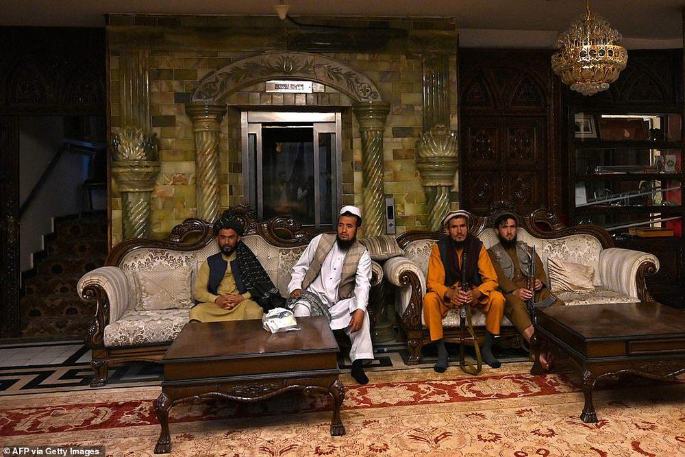 Taliban lác mắt vì cung điện xa hoa bậc nhất của cựu Phó tổng thống Afghanistan: Chỗ nào cũng sặc mùi tiền - Ảnh 2.