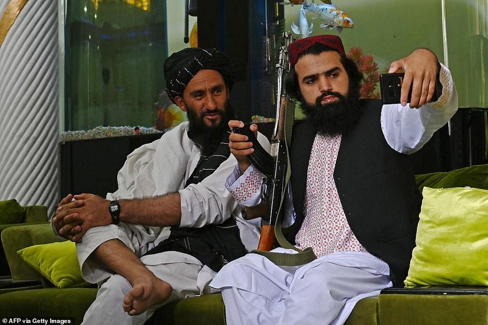 Taliban lác mắt vì cung điện xa hoa bậc nhất của cựu Phó tổng thống Afghanistan: Chỗ nào cũng sặc mùi tiền - Ảnh 3.