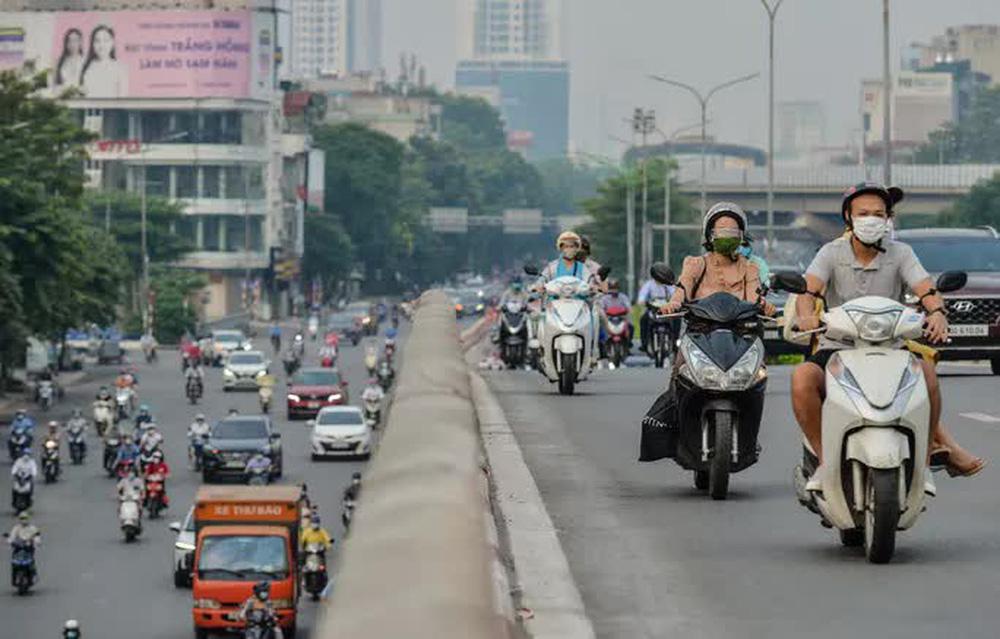 CLIP: Cảnh đường phố Hà Nội đông đúc trong ngày đầu tuần - Ảnh 3.