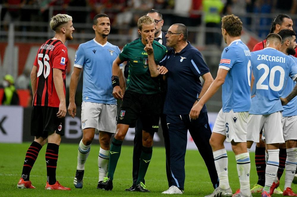 Ibrahimovic gián tiếp khiến cựu HLV Chelsea nhận thẻ đỏ - Ảnh 2.