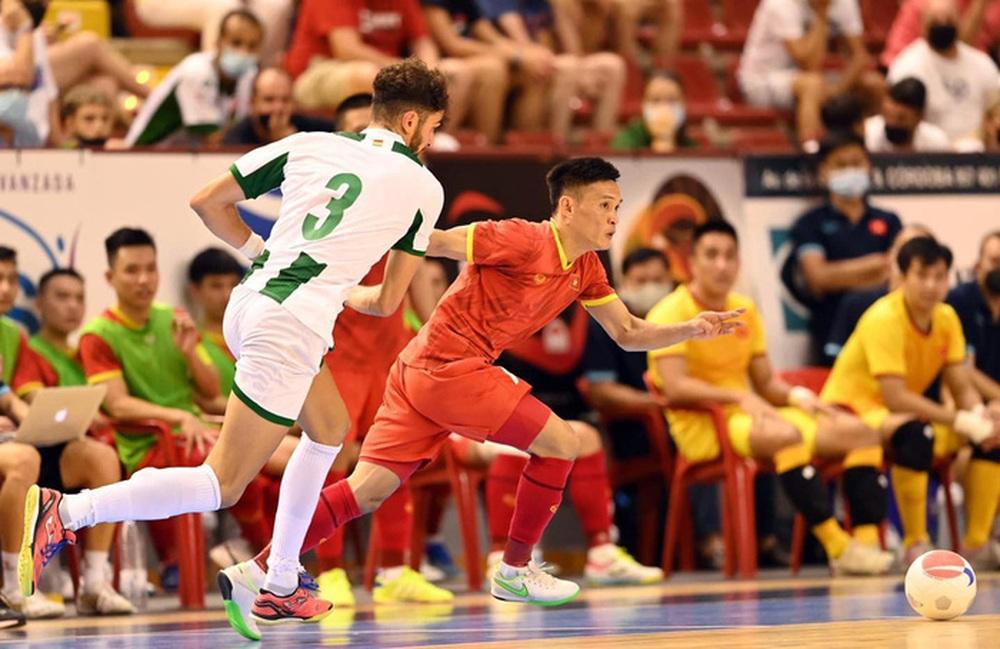 Cầu thủ futsal Việt Nam đá World Cup để lo cho cha chữa bệnh hiểm nghèo - Ảnh 1.