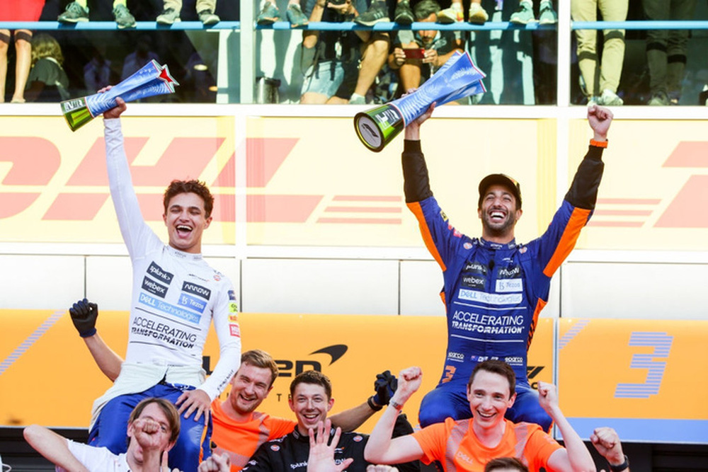 Tai nạn kinh hoàng: Hai tay đua cạnh tranh chức vô địch F1 húc nhau dữ dội, suýt gây ra thảm kịch - Ảnh 13.