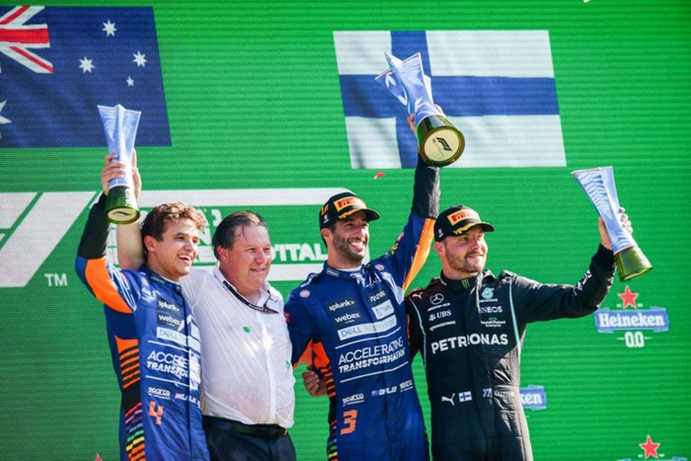 Tai nạn kinh hoàng: Hai tay đua cạnh tranh chức vô địch F1 húc nhau dữ dội, suýt gây ra thảm kịch - Ảnh 14.