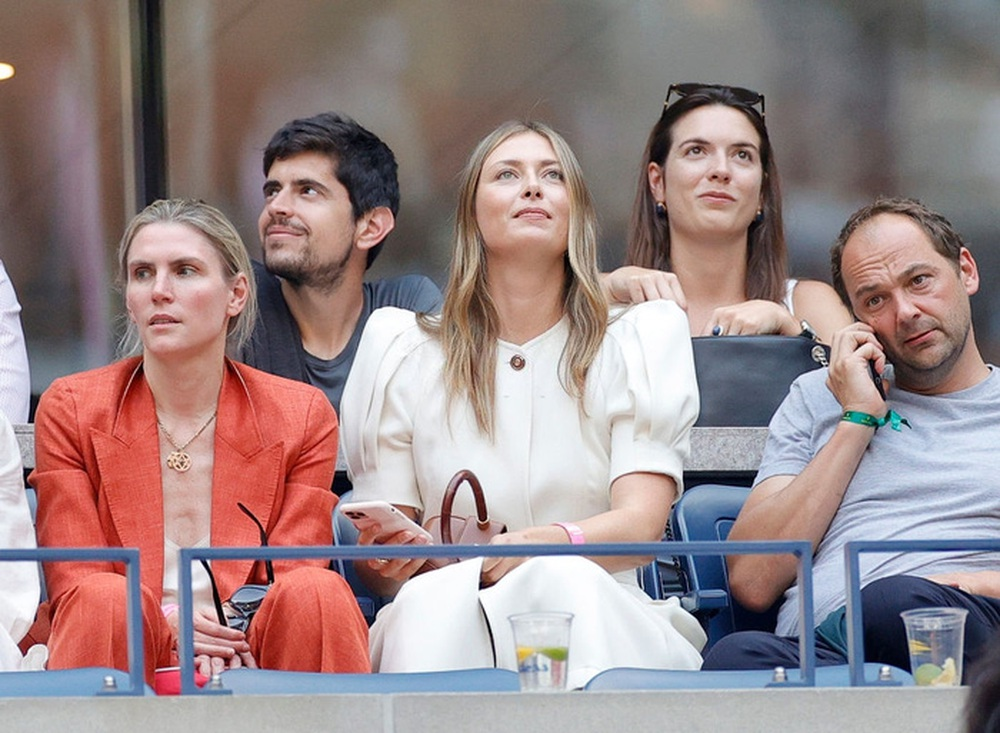 Hoa khôi Sharapova và dàn sao hạng A Hollywood chứng kiến Djokovic bật khóc, gục ngã trước ngưỡng cửa thiên đường - Ảnh 3.