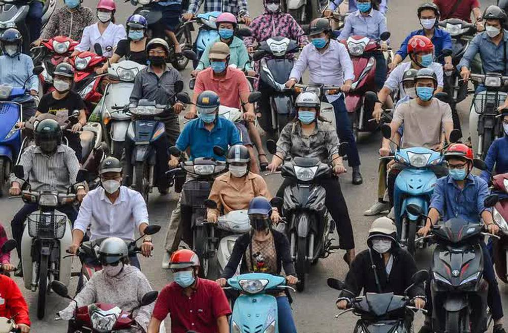 CLIP: Cảnh đường phố Hà Nội đông đúc trong ngày đầu tuần - Ảnh 4.