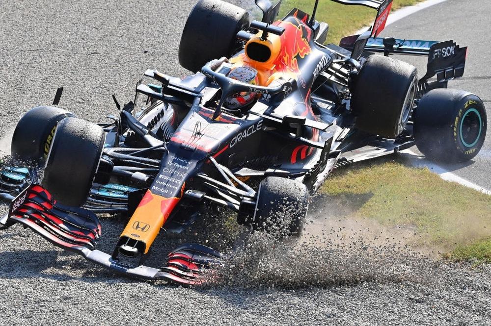 Tai nạn kinh hoàng: Hai tay đua cạnh tranh chức vô địch F1 húc nhau dữ dội, suýt gây ra thảm kịch - Ảnh 4.
