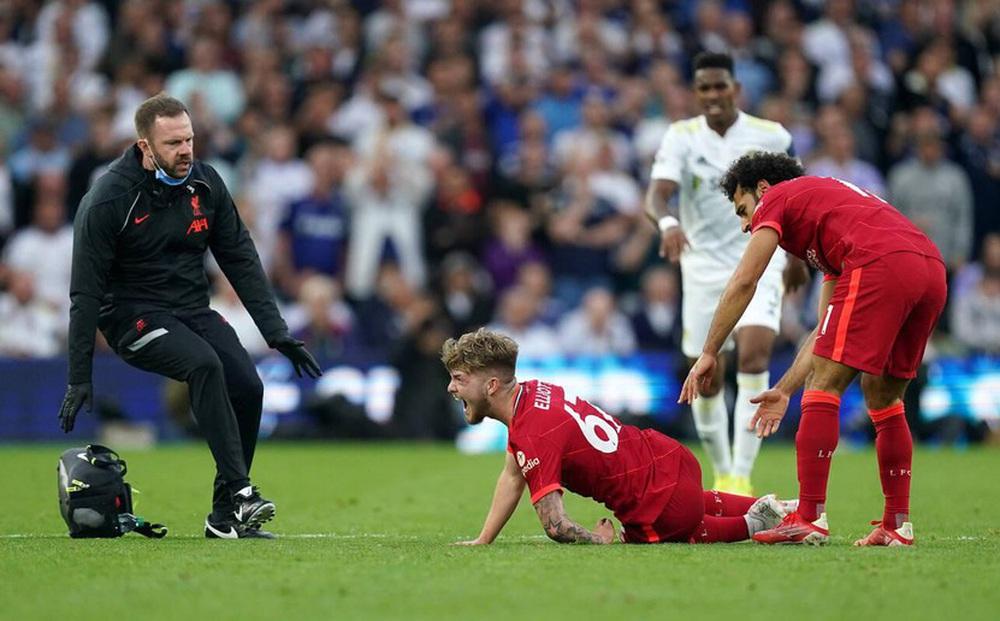 Đồng đội khóc vì chấn thương của sao trẻ Liverpool