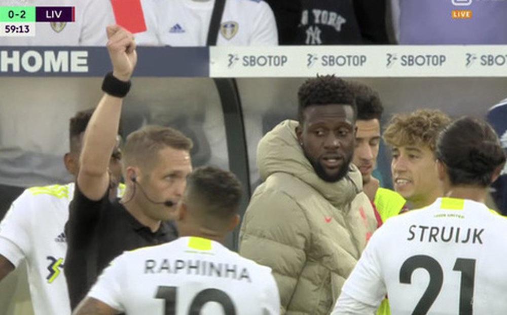 """Cựu trọng tài hay nhất thế giới: """"Leeds nên kháng cáo thẻ đỏ, pha xoạc Harvey không phải chơi xấu"""""""