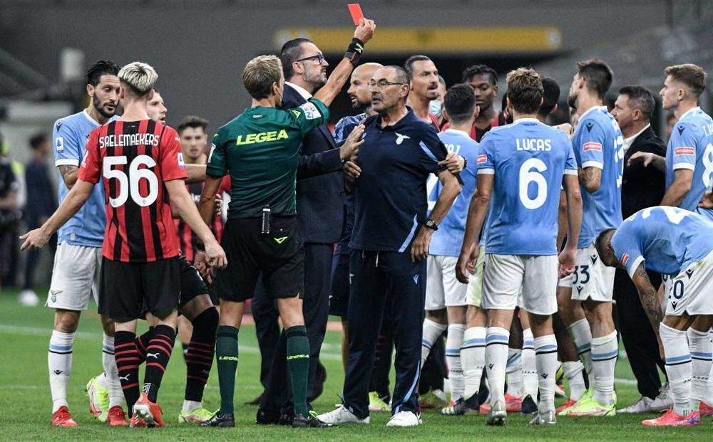 Ibrahimovic gián tiếp khiến cựu HLV Chelsea nhận thẻ đỏ