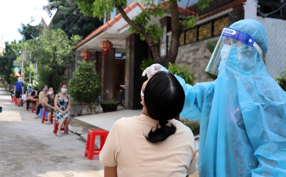 Cán bộ y tế tử vong khi tăng cường hỗ trợ Đồng Nai chống dịch