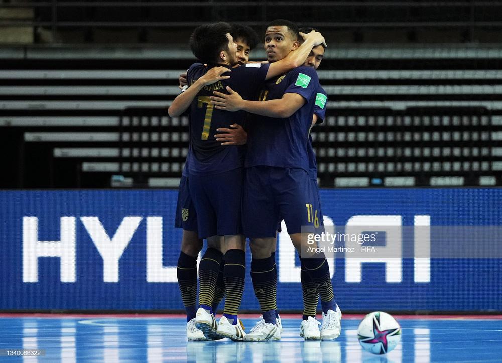 Sau cú sốc nho nhỏ, Thái Lan thua ngược tan tác trong ngày ra quân World Cup - Ảnh 1.