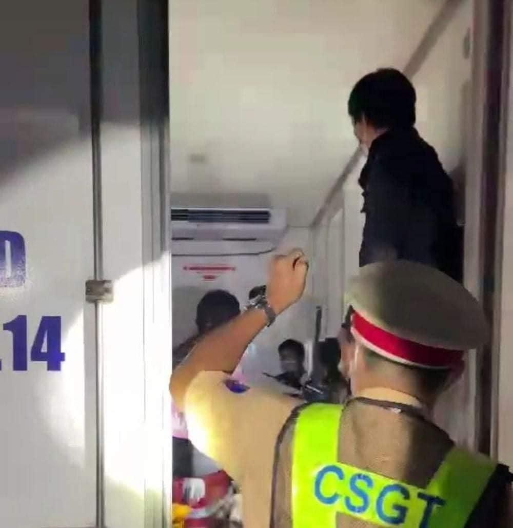 Vụ nhồi nhét 15 người trong thùng xe đông lạnh: Đưa về quê miễn phí, các tỉnh lên phương án cách ly - Ảnh 2.