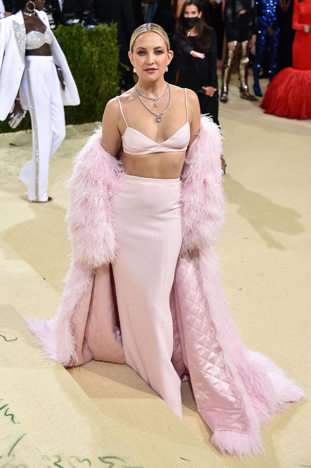 Megan Fox, Kendall Jenner và dàn mỹ nhân đọ vẻ gợi cảm ở Met Gala 2021 - Ảnh 10.