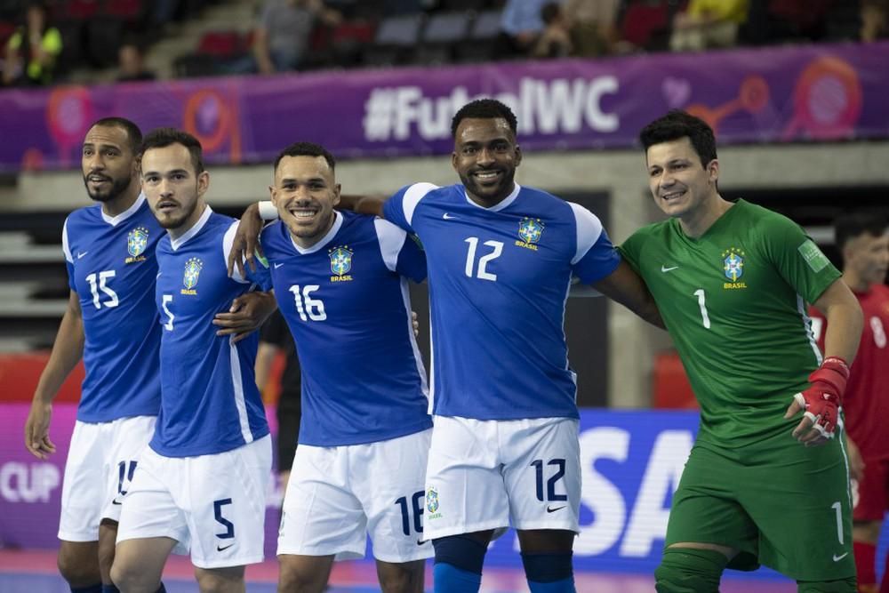 HLV Brazil khen ngợi tuyển Việt Nam, tiết lộ bí quyết để ghi 9 bàn vào lưới Hồ Văn Ý - Ảnh 2.