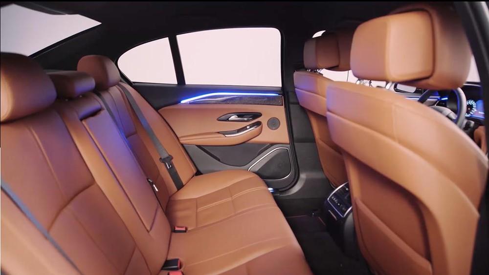 VinFast Lux A2.0 lọt top 5 sedan bán chạy – Chiêu bài nào khiến đối thủ 'mất ăn mất ngủ'? - Ảnh 1.